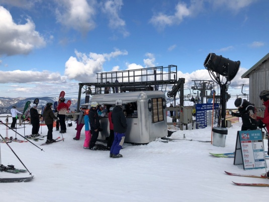 Coffee hut on the piste